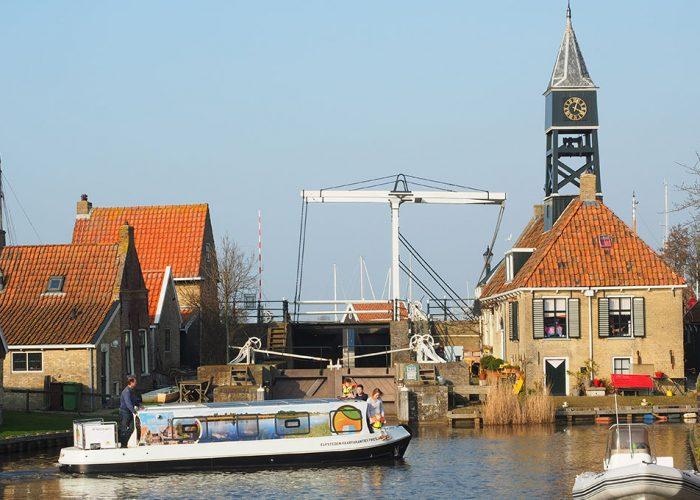 Elektrische motorboot huren in Friesland