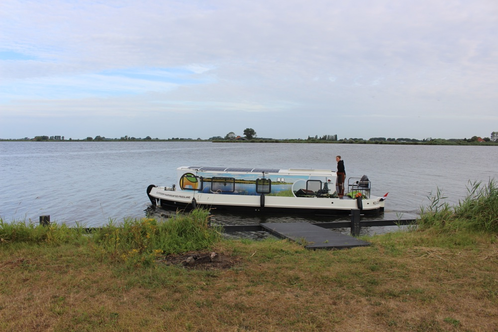 Elektrische houseboat huren in Friesland
